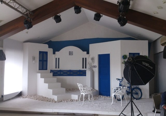 set design to replicate a house in greece
