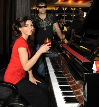 Soha learns to play the piano
