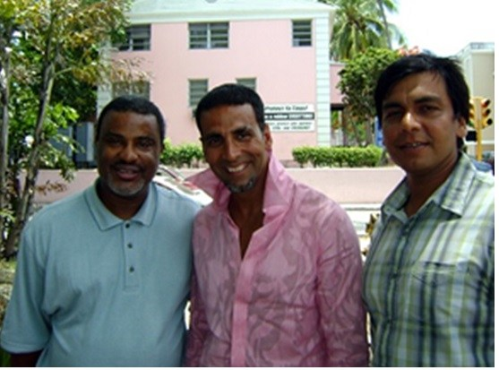 Bahamas Film Commissioner, Craig Woods with Akshay Kumar and director Anthony D' Souza during the shooting of Blue