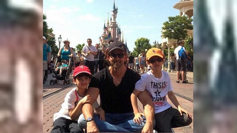 Hrithik Roshan with his sons Hrehaan and Hredaan in Disneyland