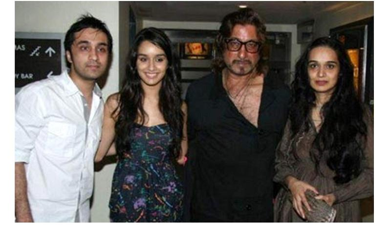 Shakti Kapoor with daughter Shraddha Kapoor, son Siddhanth Kapoor and wife Shivangi Kolhapure